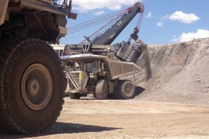 A $30 million shovel at the Cortez Mine loads a bucket of dirt into a two-story tall dump truck in one of two open pit operations at the site 70 miles southwest of Elko. (Sean Whaley/Las Vegas Review-Journal)